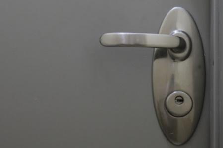 מדריך לרכישת מארזי פרזול לדלתות בטחון